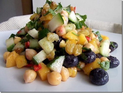 Chickpea Mango Chilli Blueberry Salad (1)