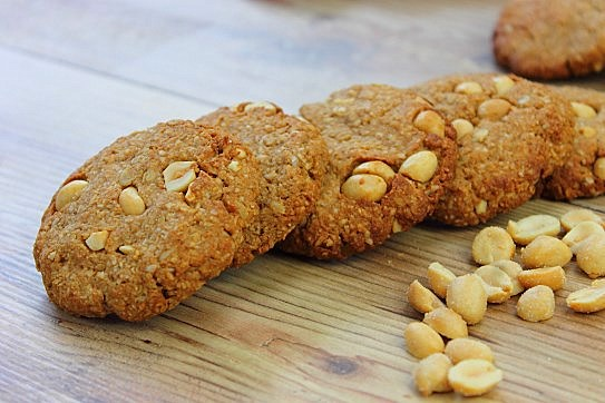 Crunchy Chewy Peanut Butter Cookies (3)