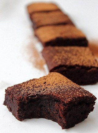 Allkindsofalmondbrownies4.jpg