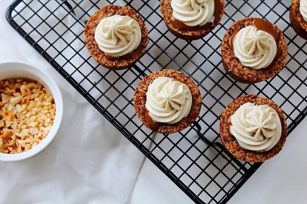 Caramel White Chocolate Cream Hazelnut Cookie Cups (20)