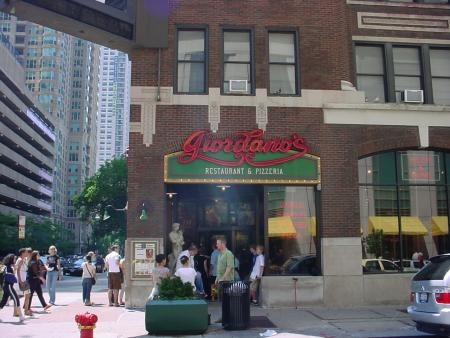 p115970-Chicago-Giordanos_Pizza_on_Rush_St