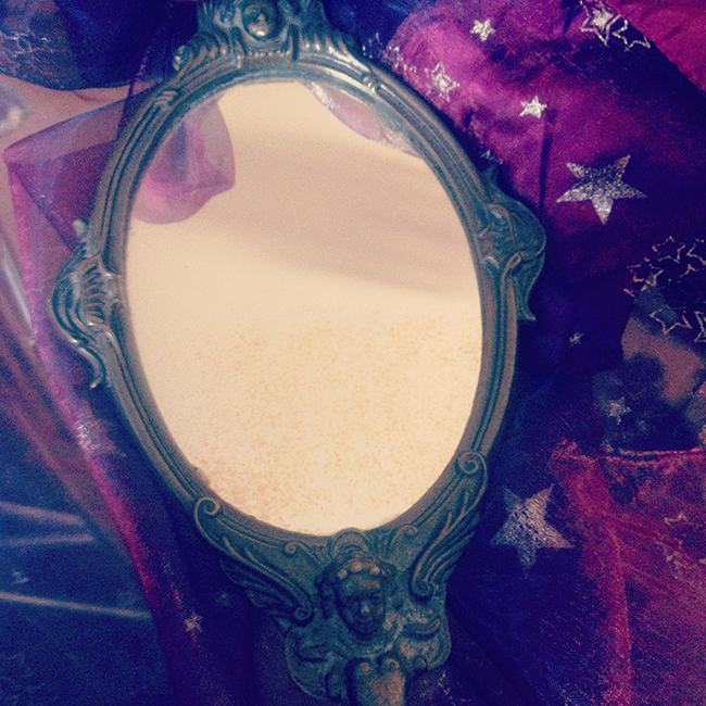 Once upon a time blanche neige un look day to night for Mon beau miroir