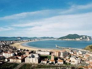 Vista general de la villa Pejina de Laredo (Cantabria)