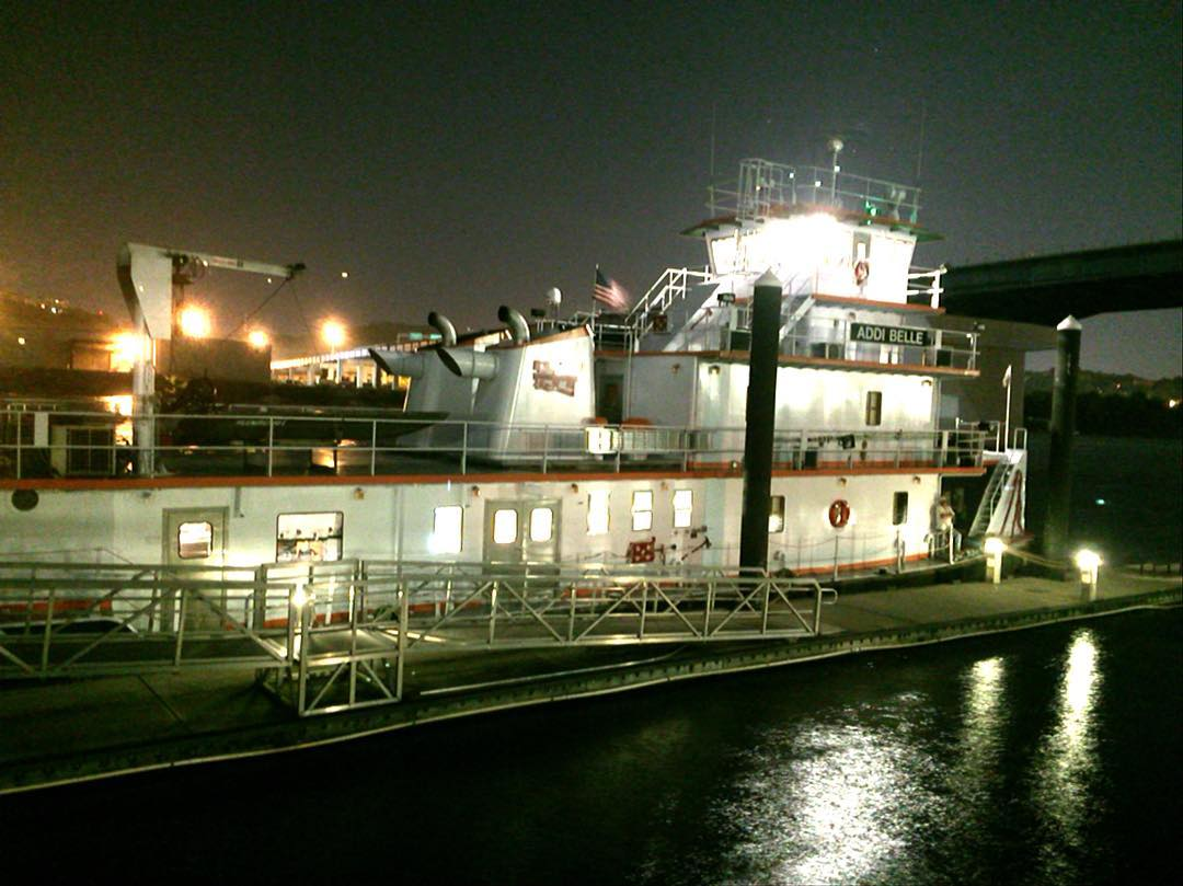Addi Belle tug docked in Chattanooga