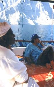 Navegando en dhow por el Estrecho de Ormuz, entrada al Golfo Pérsico (Foto: LUIS DAVILLA)