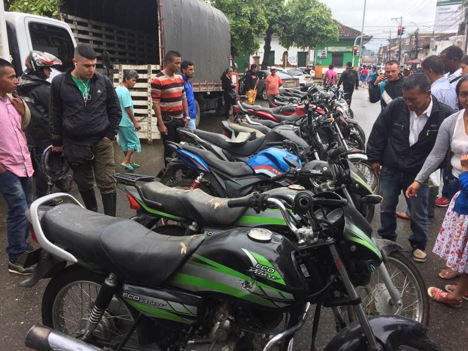 Guardia Indígena realizan nueva entrega de motos robadas en el Norte del cauca