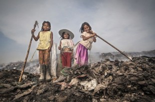 "Fotografía de la serie ""The Children of the Dumpsite"", de Javier Sanchez-Monge Escardó."