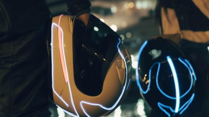 Yuk Modifikasi Helm, Pasang Flexible Neon Bikin Tampilan Lebih Keren dan Safety!