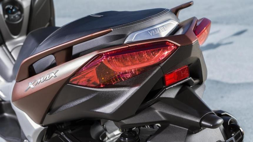 2017-Yamaha-X-MAX-300A-EU-Quasar-Bronze-Detail-009