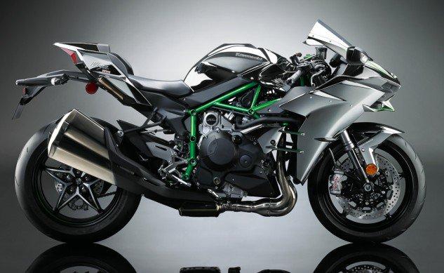Kawasaki-H2-Unveil-09-633x389