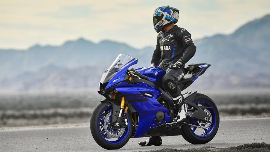2018-Yamaha-YZF-R6-EU-Yamaha-Blue-Static-001