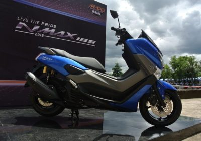 Yamaha NMAX 155 Warna Biru. Artikel Adu Drag NMAX 155 VS New PCX 150