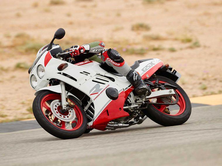 Lahir Tahun 1986, Motor Sport Ini Jadi Motor 250cc 4 Silinder Pertama Dikelasnya!