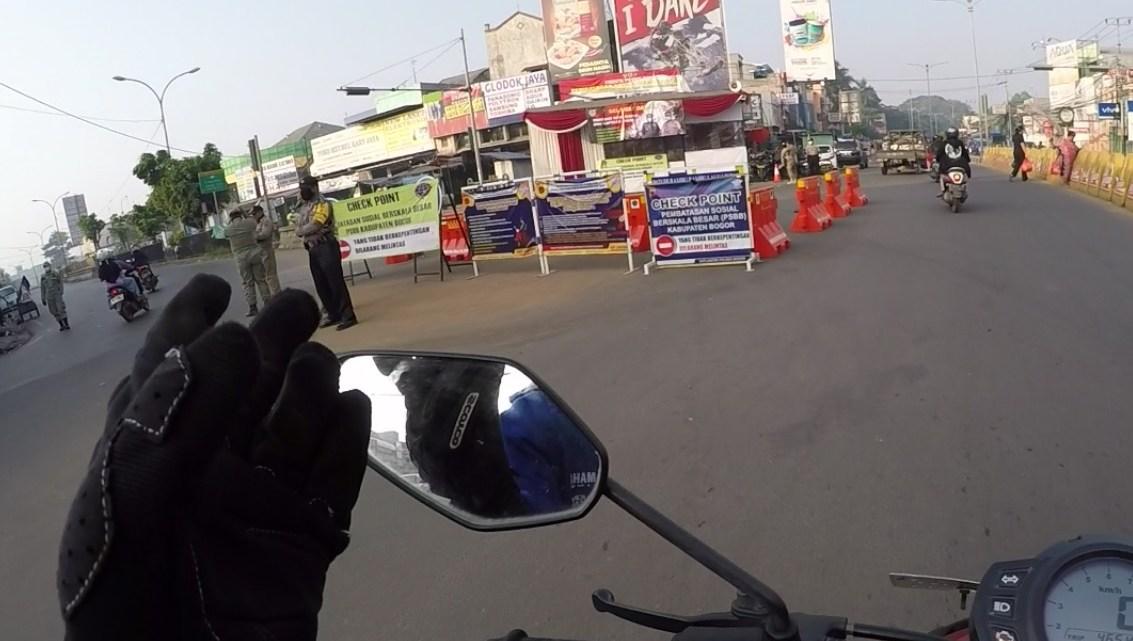 Penampakan Jalan Saat PSBB Berlangsung Jakarta Bogor, Sepi Banget & Banyak Polisi Bro!