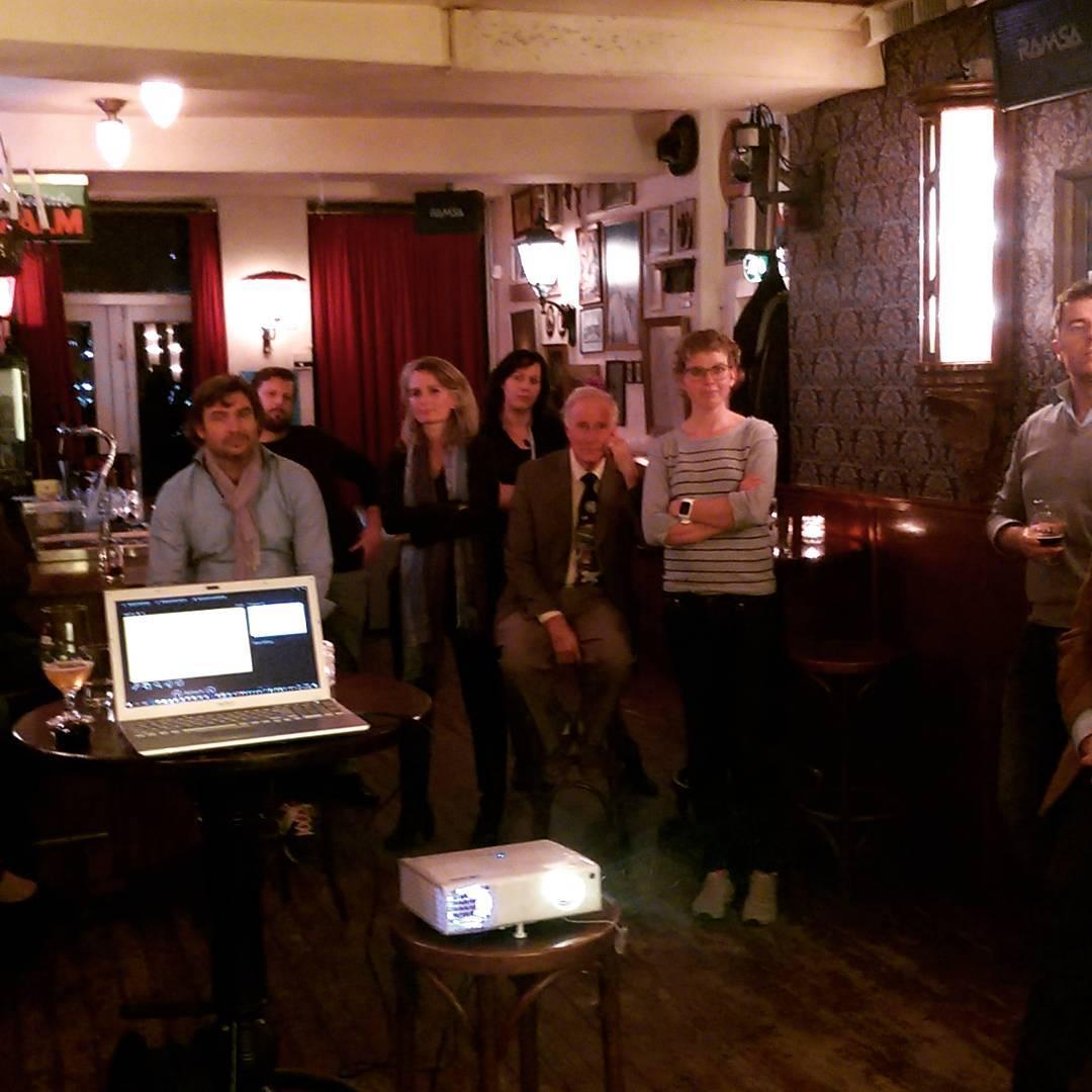 Discussie door @mijndenbosch bij de borrel van @d66denbosch #D66