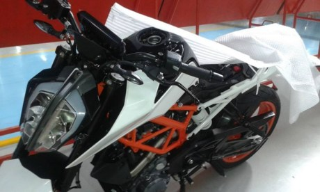 2017 KTM DUKE 390 India Spied Pertamax7.com