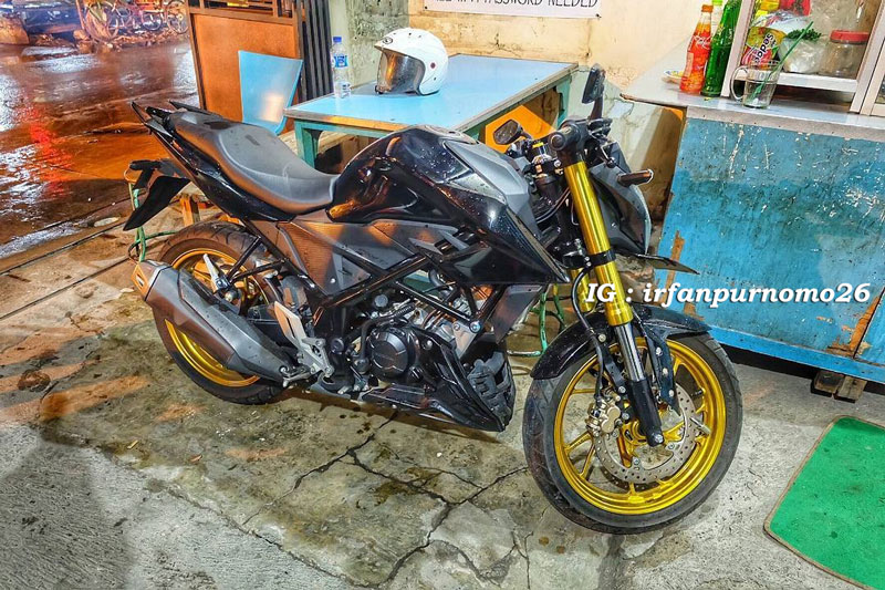 Modifikasi All New Honda CB150R Streetfire Hitam Upside Down Velg Emas