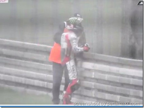 jorge lorenzo crash galau 16