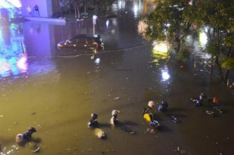 Banjir Surabaya februari 2014 007 pertamax7.com