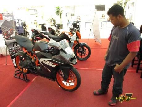 pertamax7.com bertemu ktm RC200 Surakarta