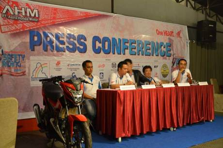 press conference astra honda safety riding instructor competition 2015 pertamax7.com (2)