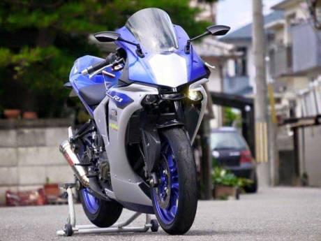 Yamaha R15 ala R1M