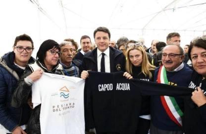 11/10/16 - visita del premier Renzi e dono della maglietta di Pescara