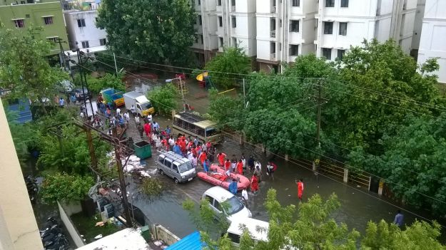 boats in velachery to rescue people