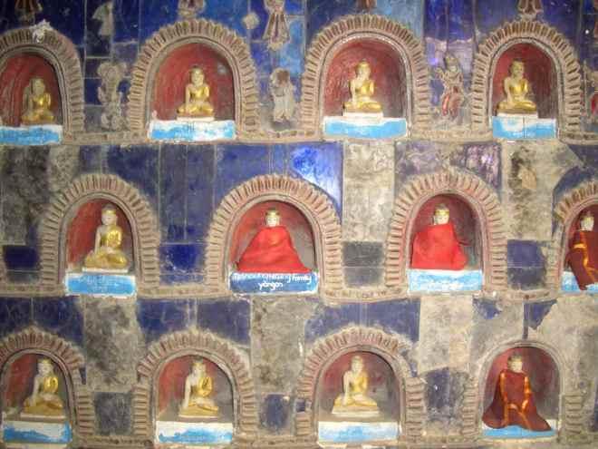 Myanmar, Inle Lake, Shwe Yan Pyay Pagoda, kleine Statuen in Nischen