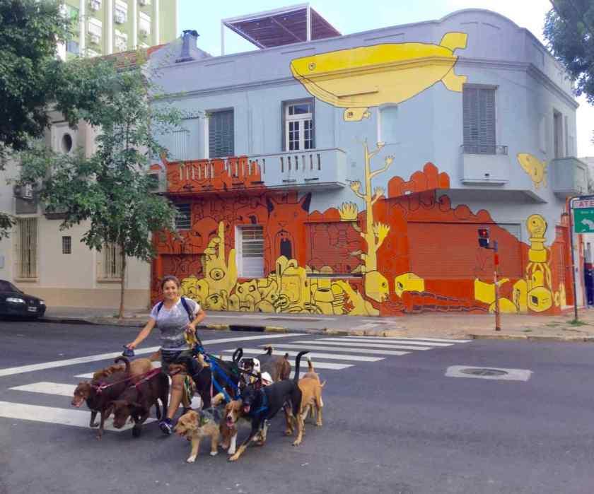 Buenos Aires Hunde vor Streetart