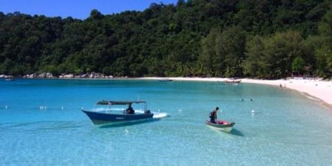 La plage du Perhentian Resort, après Coral View, sur Perhentian Besar. Malaisie, juillet 2009.
