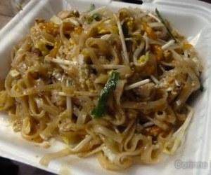 Le meilleur pad-thaï de Koh Phi Phi, chez Only Noodles. Thaïlande, février 2011.