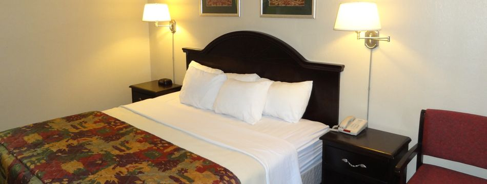 petoskey-hotel-king-room-with-view