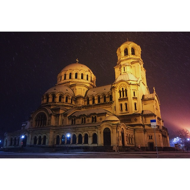 Empty streets on the way home tonight. Snowing in #Sofia
