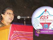 Pdt Henriette Lebang ketika menyampaikan ceramah tema dalam Sidang Sinode XXV GBKP