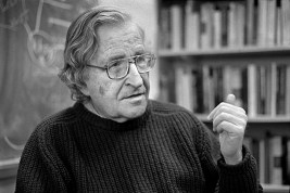 USA. Boston, Massachusetts. 2002. Professor Noam CHOMSKY.