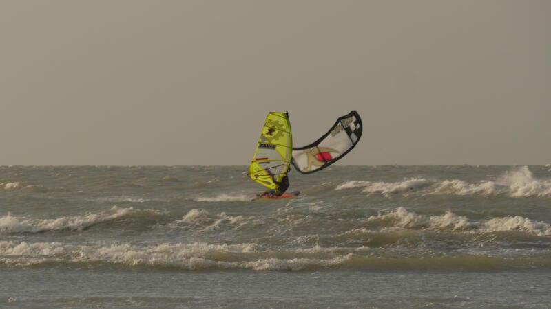 Kitemare! Oh oh! Windsurf vs Kite