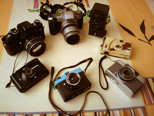 This is quite a collection, from an ancient Brownie thru some cheap cameras, to some really nice pieces. There have been a lot of photographs taken.