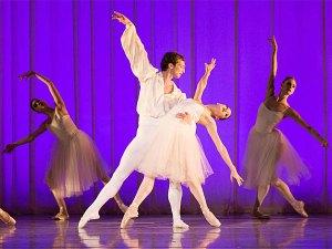 "Pennsylvania Ballet soloist Lillian Di Piazza and principal dancer Zachary Hench in Robert Weiss' ""Grieg: Piano Concerto."" (ALEXANDER IZILIAEV)"