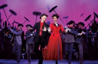 MARY POPPINS (Walnut): Flying between lightness and gravitas