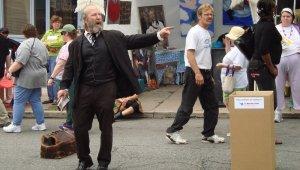 Bob Weick as Marx