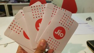 Free JIO 4G SIM Card on any Rs 10,000 & above Priced Smartphone Purchase