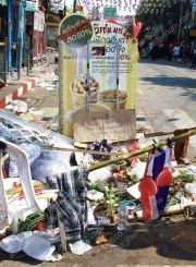 An impromptu shrines marks where a red-shirt (เสือ้แดง) protester was killed by Thai Army (กองทัพบก) troops at Khok Wua on April 10, 2010