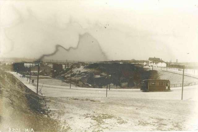 Вид на Верхній Личаків в р - ні рогачки, праворуч - станція Личаків, фото бл. 1914 року