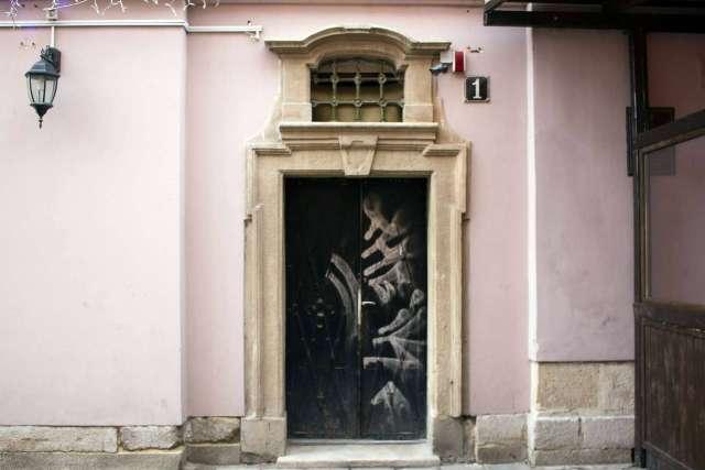 Давній портал від вулиці Краківської. Фото 2015 року