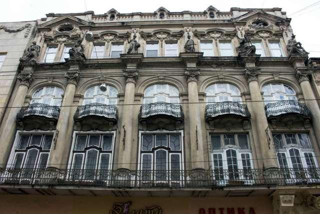 Фасад будинкуу Ландау у наші дні. Фото 2015 року
