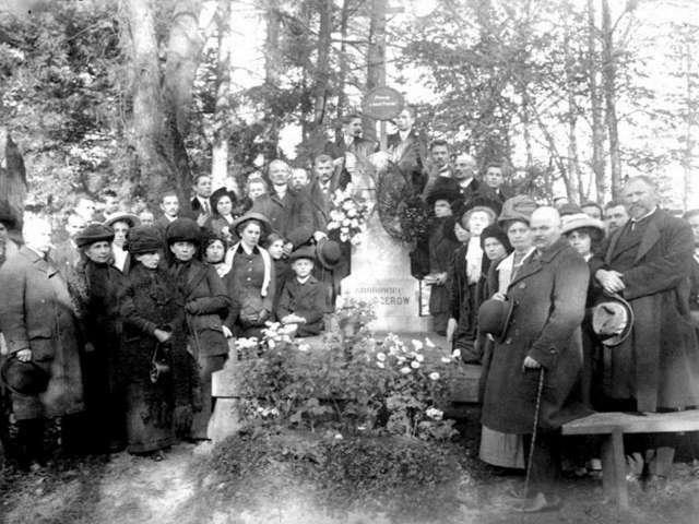 Сцена біля одного з поховань Личакова. Фото поч. XX ст.