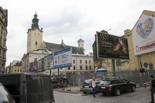 Ділянка на якій до 1998 року знаходилась будівля Шмідта. Фото 2015 року