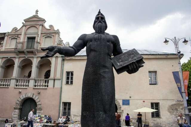 Пам'ятник І. Федорову. Фото 2015 року
