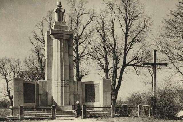 Пам'ятник захисникам Львова на Персенківці. Фото до 1939 року